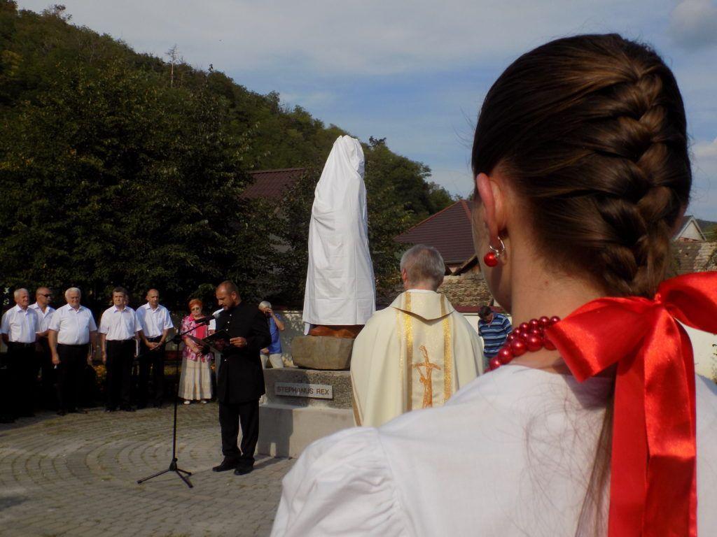 Chovan Attila a szoborállítás kezdeményezője mondta az avató beszédet (Fotó: Homoly Erzsó/Felvidék.ma)