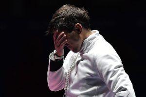 Imre Géza, miután kikapott a dél-koreai Park Szang Jungtól a riói nyári olimpia férfi párbajtőrözõk egyéni versenyének döntőjében (MTI Fotó: Czeglédi Zsol)t