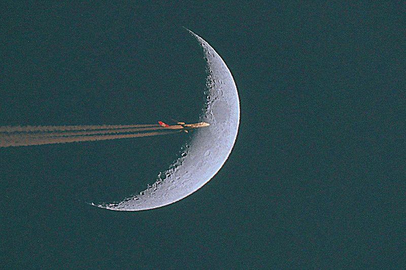 Egy éjszakai járat Ferihegy felé tart (Fotó: Németh István)