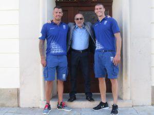 Farkas Vince és Linka Tibor Somorja polgármesterével, Bárdos Gáborral