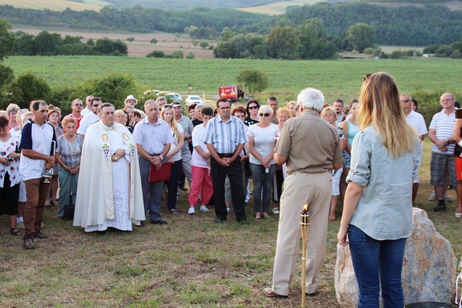 A megemlékezők az emlékparkban Fotó: Pásztor Péter