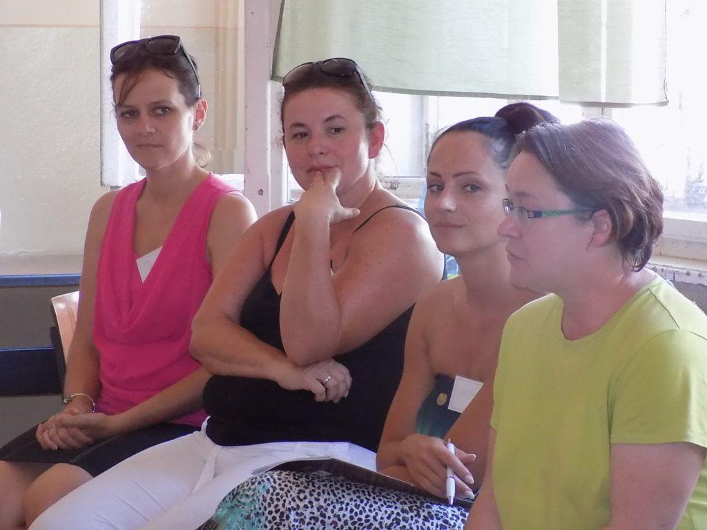 Jobbról Gruber Andrea és a képzésben részt vevő pedagógusok (Fotó: HE)