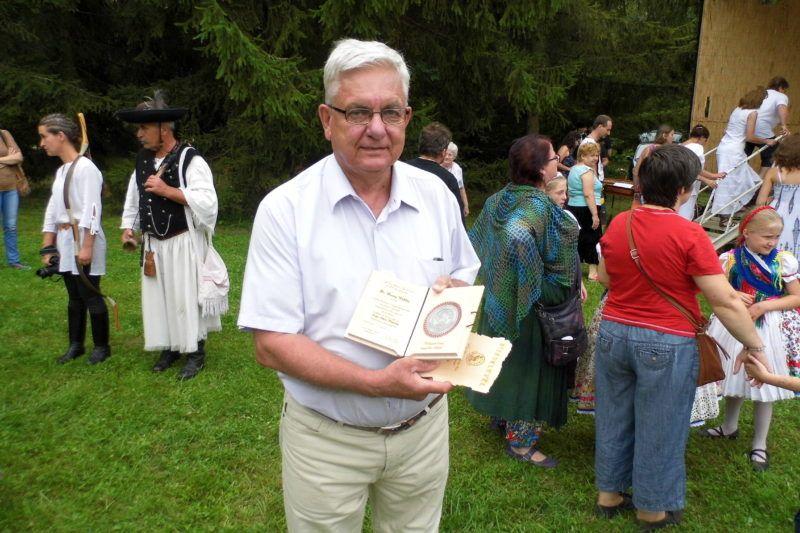 Duray Miklós a díjjal (Fotó: BB)