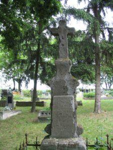 Régi kőkereszt a temetőben. (Fotó: Csáky Károly)