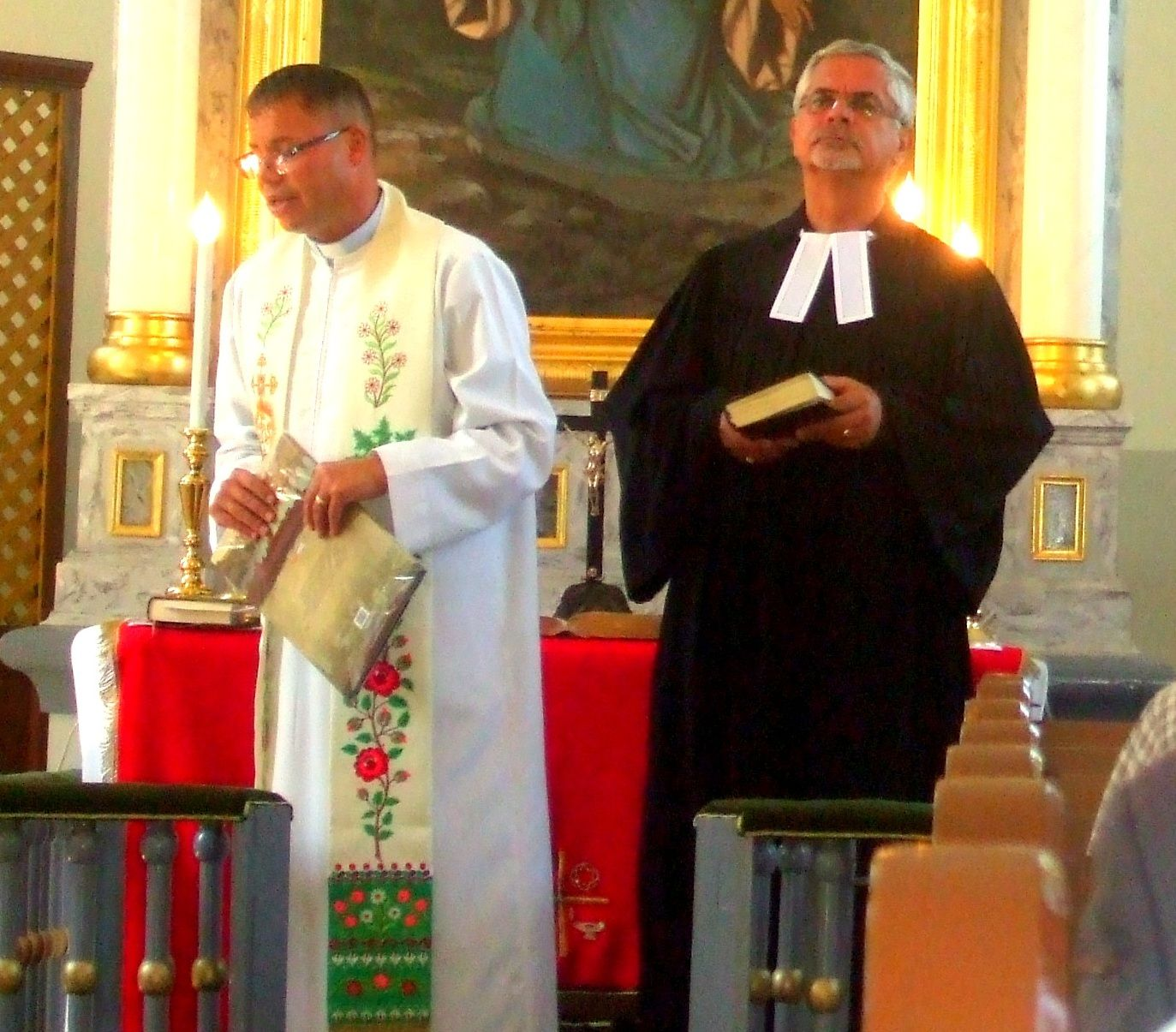Bencsik Tibor plébános, és Szeberényi János lelkész. Fotó: Sztakó Zsolt