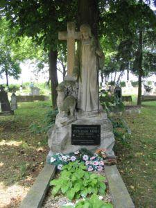 Viszolajszky Károly plébános síremléke (Fotó: Csáky Károly)