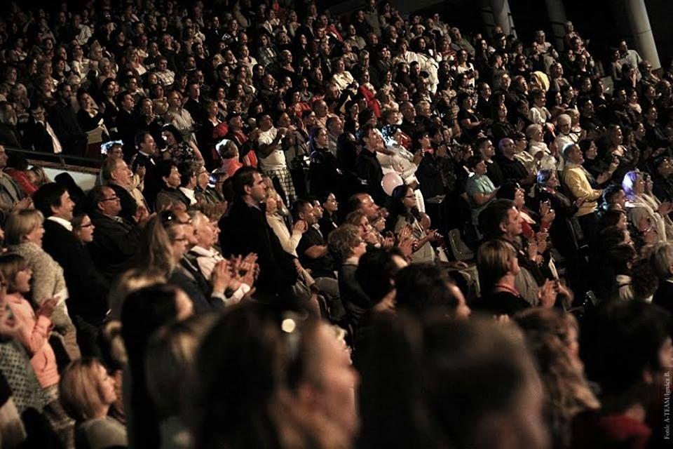 Zsúfolt nézőtér előtt zajlott Szarvason a díjátadó gála. Fotó: Sz. Gy. archívuma