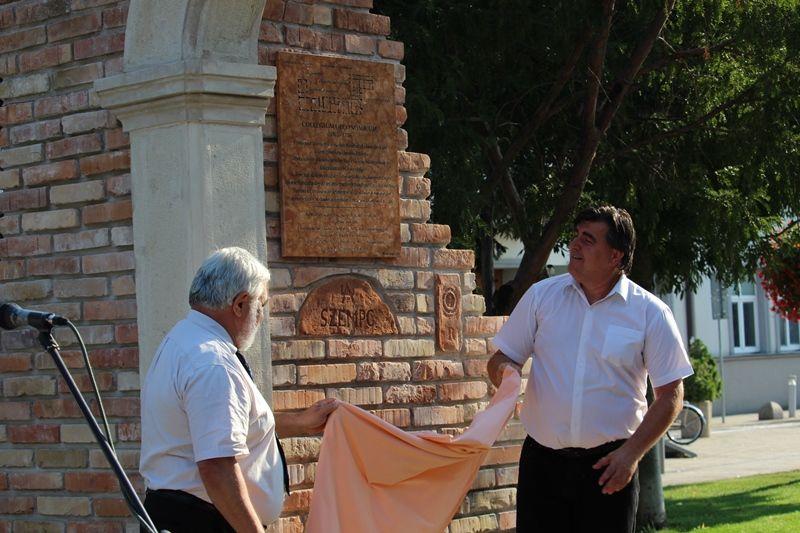 Molnár Imre és Dušan Badinský leleplezték az emléktáblát (Fotó: a szerző)