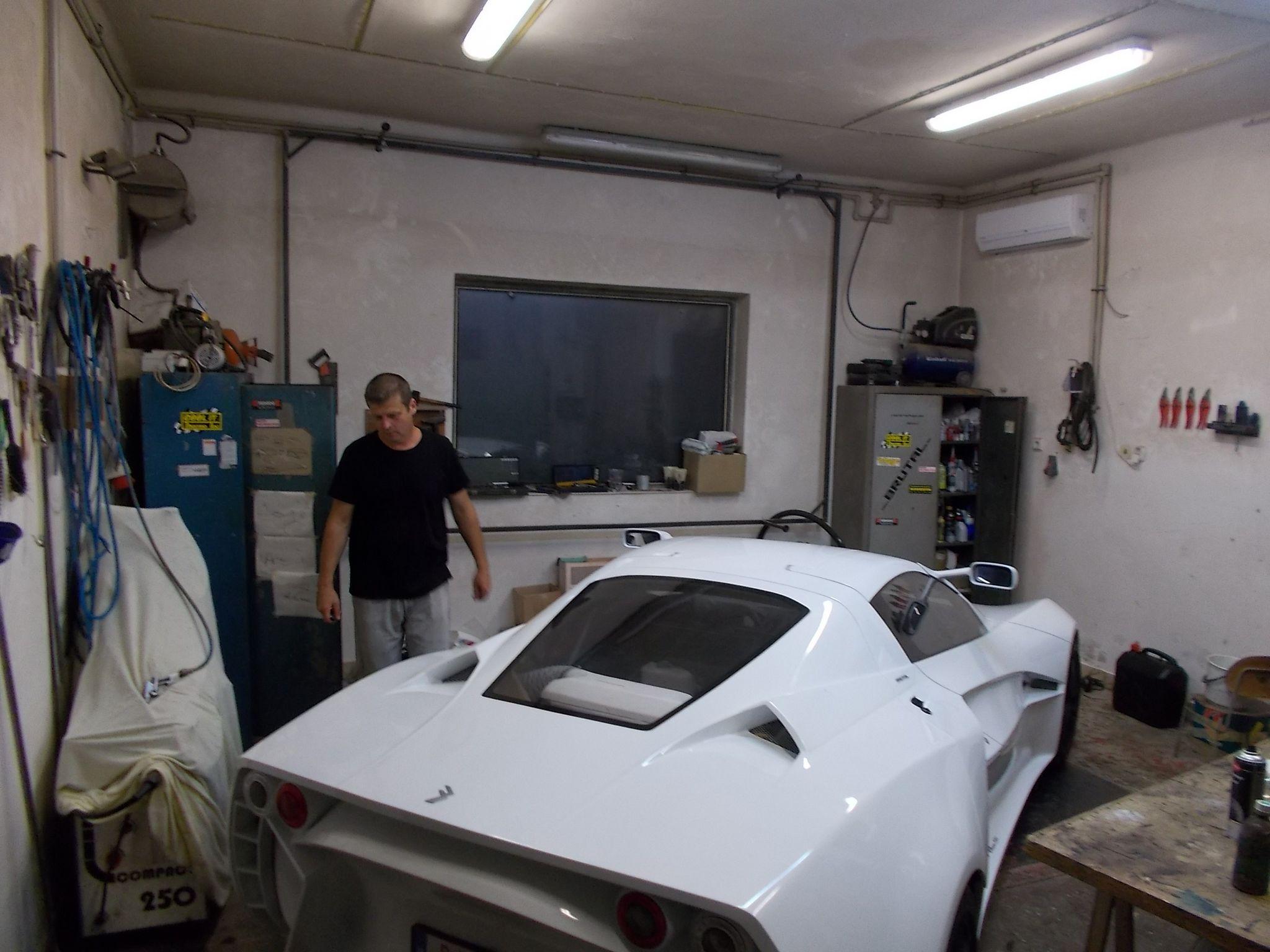Ebben a műhelyben készült ez az autó. (Fotó: Somogyi Szilárd/Felvidék.ma)