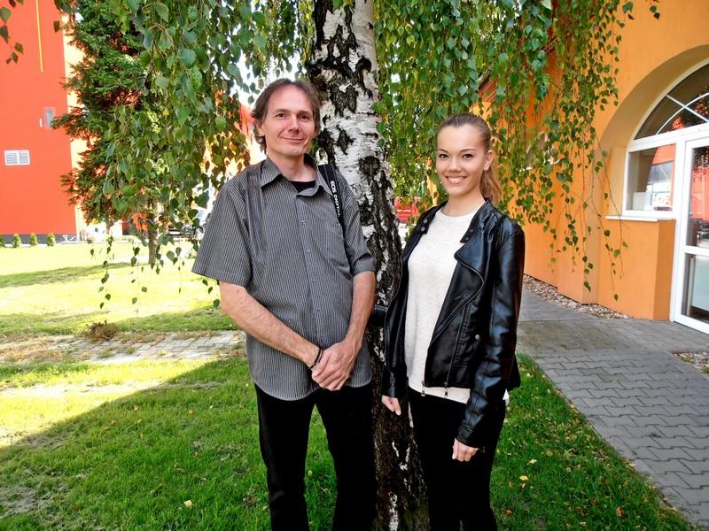 A továbbjutott Göbő Anna édesapjával, Göbő Sándorral. (Fotó: Bárány János/Felvidék.ma)
