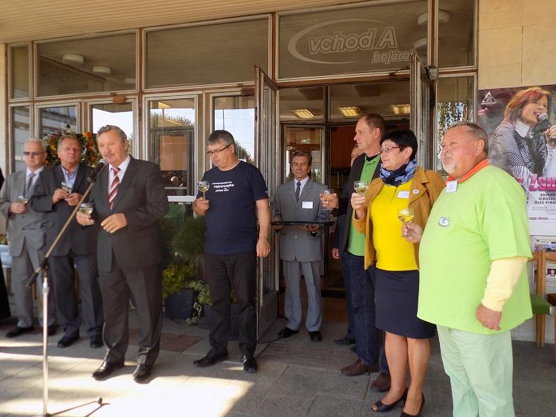 Az ünnepélyes megnyitón külön köszöntötték a magyarországi vendégeket (Fotó: Homoly Erzsó/Felvidék.ma)