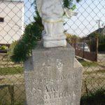 A fiatalon lehunyt Csáki Sanyika angyalszobros sírja (Fotó: CSK)