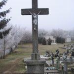 A központi temetőkereszt 1955-ből (Fotó: CSK)