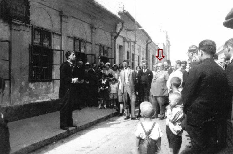 Jogi ügyek helyett a mindennapok eseményeit követte. Baranyay nyíllal jelölve. (Fotó: Németh István archívuma)