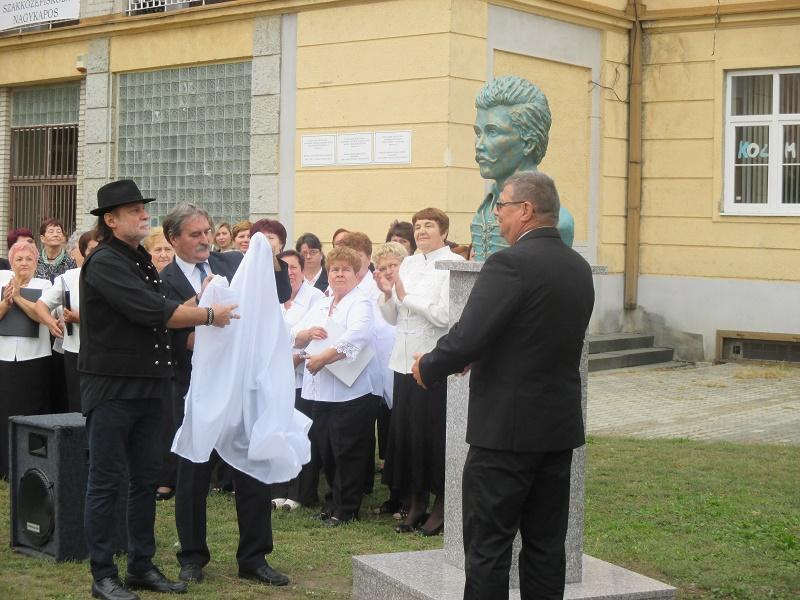 A szobor leleplezése (Fotó: LD)