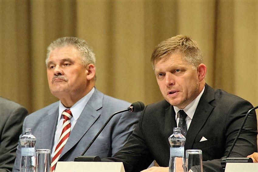 Ján Richter, munkaügyi miniszter és Robert Fico a sajtótájékoztatón. (Fotó: Pásztor Péter/Felvidék.ma)