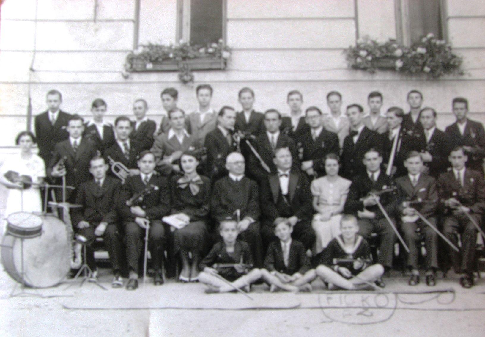 Egy a gimnáziumi zenekarok közül. (Fotó: S.L. archívuma)