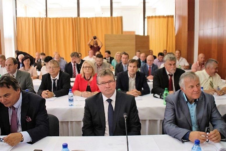 Nagykürtösi járásból érkezett vendégek az ülésen. (Fotó: Pásztor Péter/Felvidék.ma)