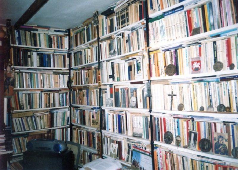 Saját könyvtáramban is sok-sok órát töltöttem (Fotó: CSK archívuma)
