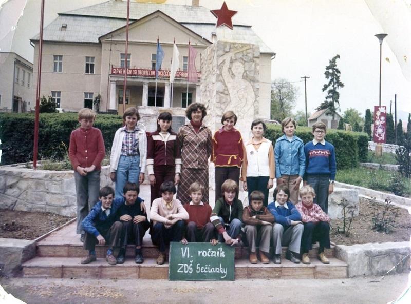 Szimbólumok az iskolaépületen s azon kívül (Fotó: CSK archívuma)