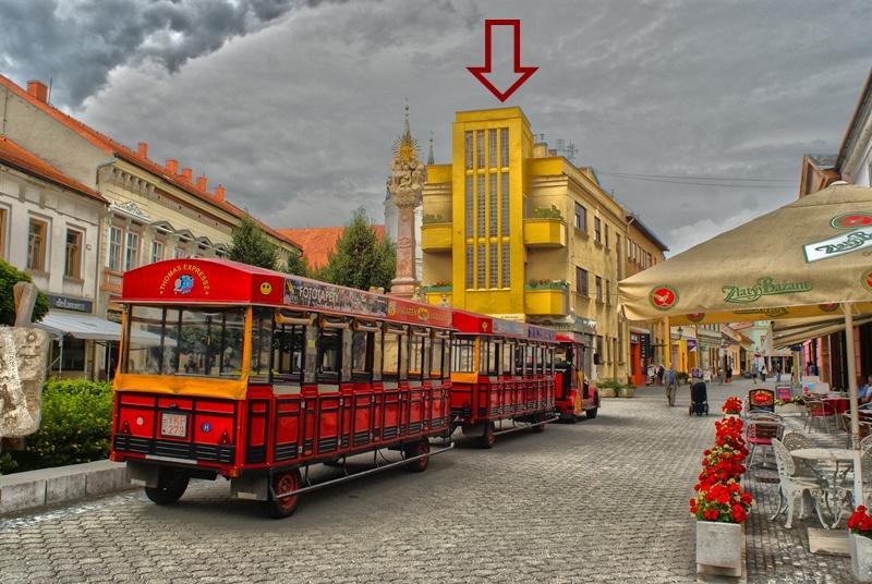 A Kovách gyógyszertár egykori épülete Komárom belvárosában (A szerző felvétele)