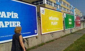 Óriásplakátok a Galántai úton (Fotó: a szerző)