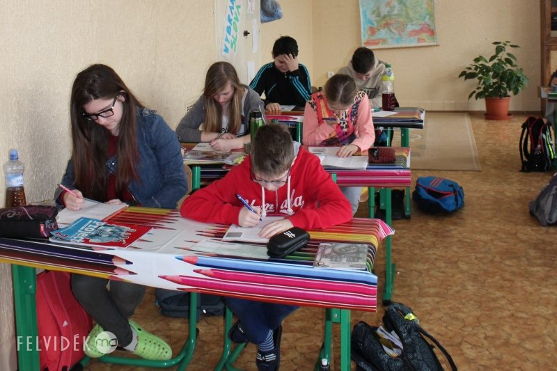 oktatás iskola tanulók gyerekek osztály