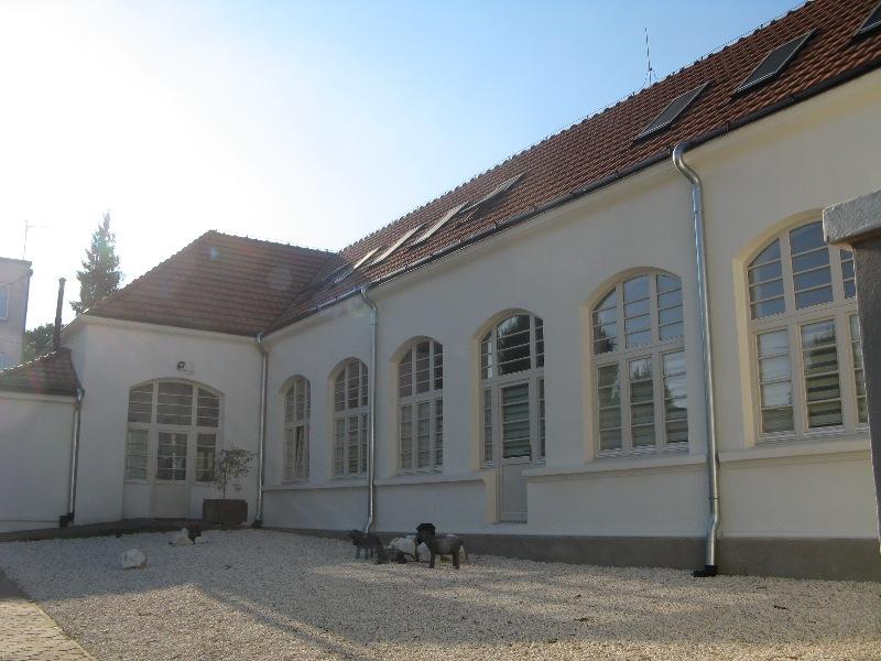 Az Üvegre rótt emlékezet kiállítás helyszíne Királyhelmecen (Fotó: Tökölyi Angéla/Felvidék.ma)