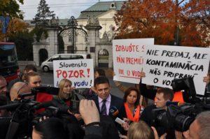 A tüntetésen megjelent Solymos László környezetvédelmi miniszter is (Fotó: ON)