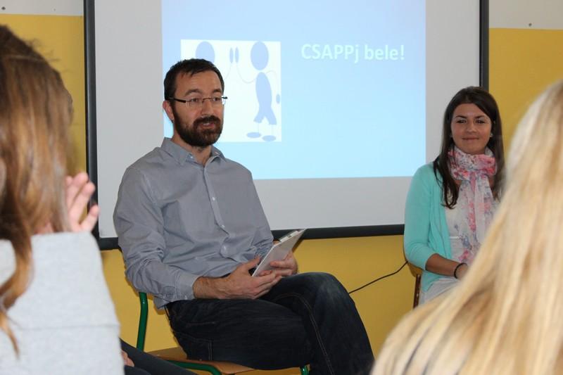 Süll Tamás ifjúsági és egyetemi tanácsadó megnyitja a foglalkozást. (Fotó: Szalai Erika/Felvidék.ma)