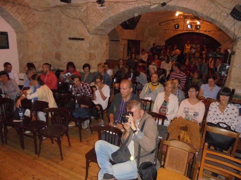 Szép számú közönség volt kíváncsi a költőre (Fotó: Z. Németh István/Felvidék.ma)