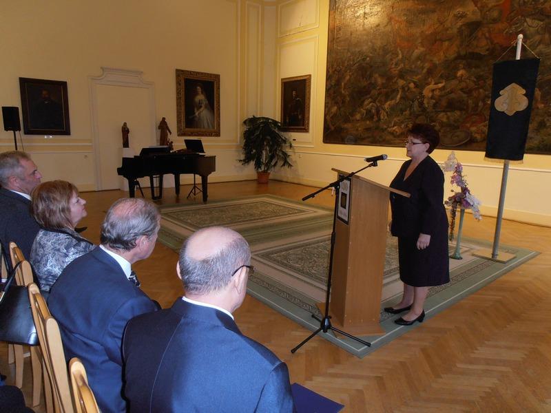 Dr. Keszegh Margit, a Jókai Közművelődési és Múzeum Egyesület elnöke is köszöntőt mondott (Fotó: a szerző)
