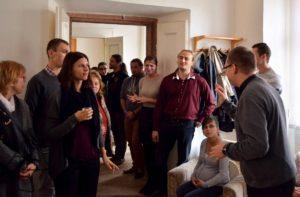 Megvendégelés és kötetlen beszélgetés a szentmisét követően (Fotó: Prágai Magyar Katolikus Lelkészség)