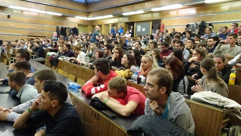 Gulyás Gergely és Takaró Mihály előadását többségében határon túli magyar fiatalok hallgatták, köztük nagyon sokan a Felvidékről érkeztek (Fotó: Gecse Géza/Felvidék.ma)