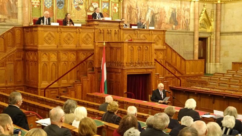 Mács József személyes hangú előadásban idézte fel, hogy élte át Pozsonyban az 1956-os forradalom időszakát. (Fotó: Gecse Géza/Felvidék.ma)