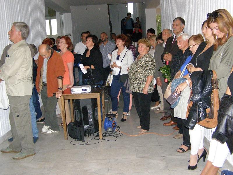 A megnyitó a kultúrház előcsarnokában zajlott (Fotó: Tóth Ilona)