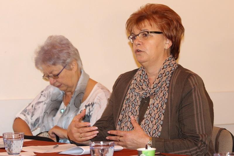 Pogány Erzsébet, a SZAKC igazgatója elmondta, A SZAKC kezdeményezésének magvalósításában a Kárpát-medencei Családszervezetek Szövetsége és aMagyar Lelki Elsősegély Telefonszolgálatok Szövetsége vett részt (Fotó: Szalai Erika/Felvidék.ma)