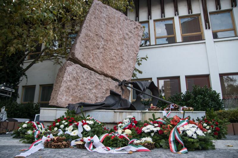 A diktatúrák áldozatainak emlékére felállított emlékmű Dunaszerdahelyen (Fotó: Hideghéthy Andrea/Felvidék.ma)