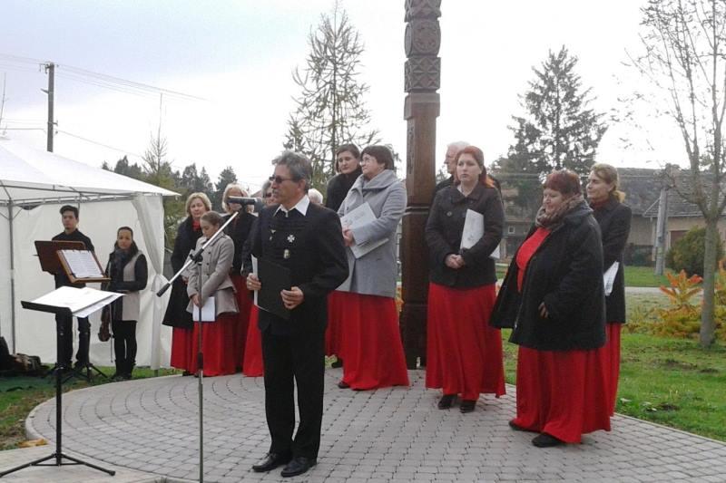 Fehér István volt a muzslai ünnepség szónoka (Fotó: Fehér Erzsébet)