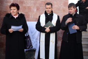 Az emléktábla- avatáson Gerhard Glazer Opitz, ipolysági római katolikus esperesplébános mondott beszédet (Fotó: Pásztor Péter)