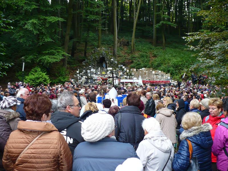 Nagy tömeg gyűlt össze (Fotó: Duray Rezső)