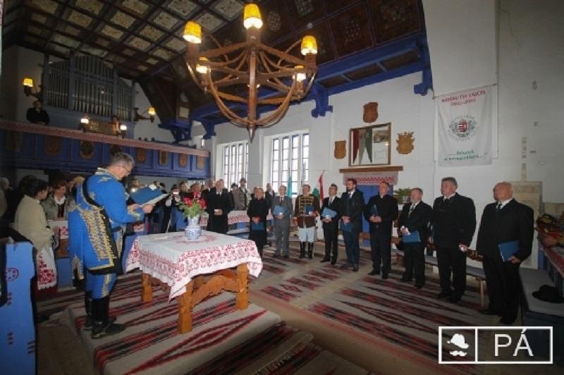 A nemzetegyesítésre való törekvést vállalták a Tiszteletbeli székely címet elnyert személyek Oklándon (Fotó: szekelyhon.hu)