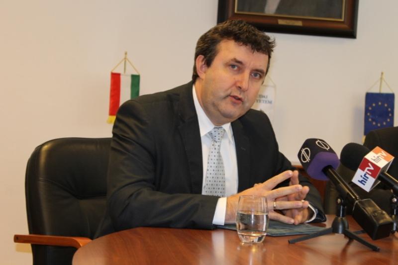 Palkovics László államtitkár a K-MOOC elkötelezett híve. (Fotó: SZE/Felvidék.ma)