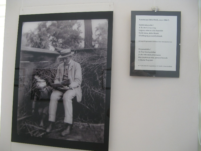 Petrik Béla 1906 körül, a tárlat egyik képén (Fotó: Tökölyi Angéla/Felvidék.ma)