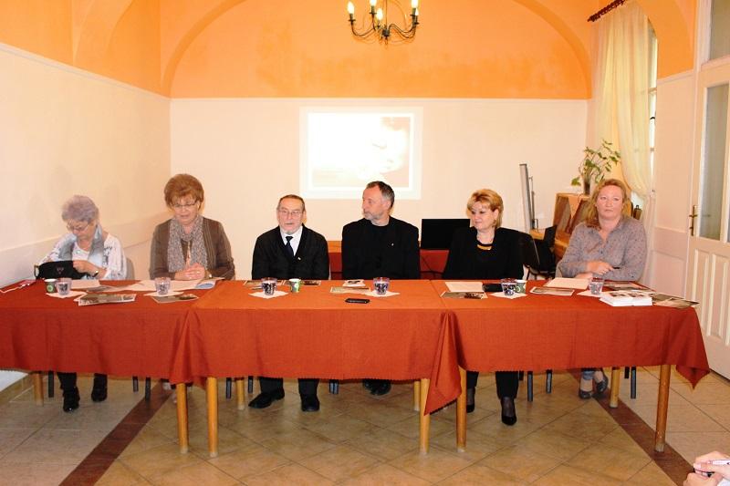 Szakmai kérdésekben több szakértő is segíti a munkát (Fotó: Szalai Erika/Felvidék.ma)