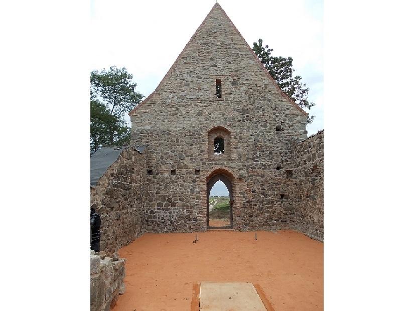 Templomhajó a nyugati fallal (Fotó: Csáky Károly)