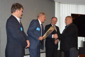 Mézes Rudolf is díjban és baráti kézfogásban részesült (Fotó: a szerző)
