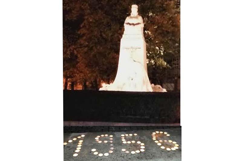 Andrássy Franciska grófnő szobránál emlékeztek a rozsnyóiak (Fotó: Beke Beáta/Felvidék.ma)
