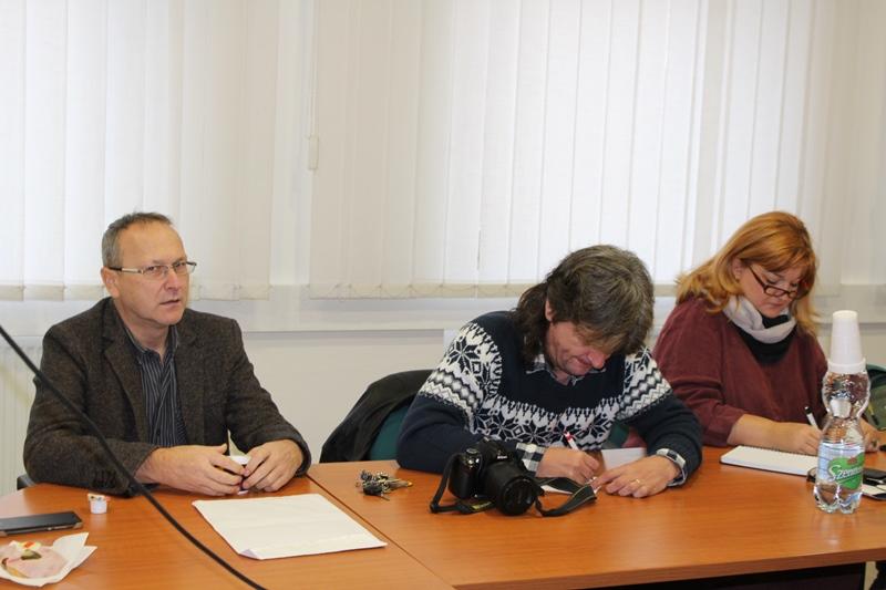 Sajtóreggeli, a képen: Czibula Csaba, Oriskó Norbert és Molnár Judit (fotó: Neszméri Tünde/Felvidék.ma)
