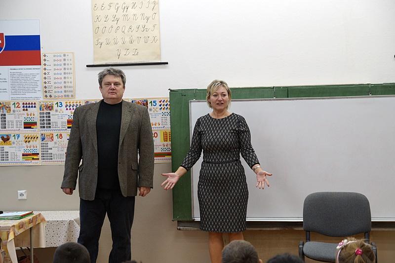 Tóth Zsuzsanna igazgató bemutatja Fellinger Károlyt (fotó: Hideghéthy Andrea/Felvidék.ma)